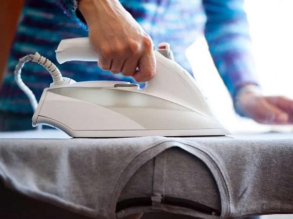 چگونه از چسبیدن لباس ها به اتو جلوگیری کنیم ؟
