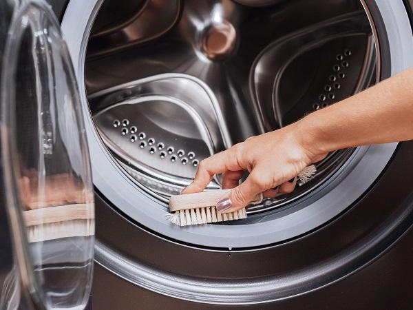 تمیز کردن لاستیک دور لباسشویی