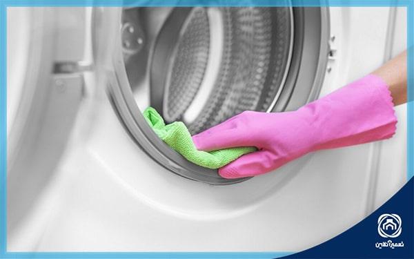 تمیز کردن لاستیک لباسشویی با دستکش